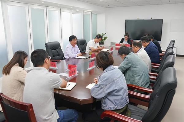 党委书记冯印涛对校园重点建设项目推进及环境综合整治工作进行部署