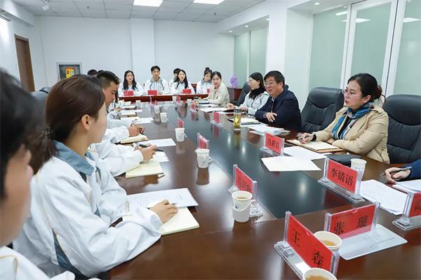 党委书记冯印涛与我院学生代表进行座谈