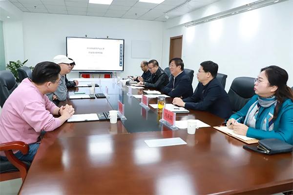 冯印涛会见易居乐农合伙人、财富艺术公社总裁张明华